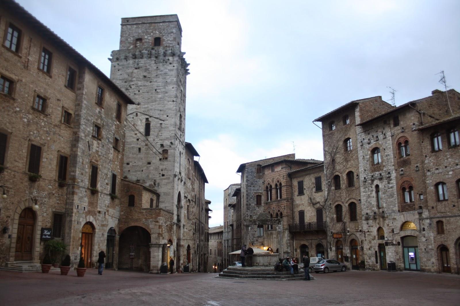 Plaza del pueblo de San Gimignano
