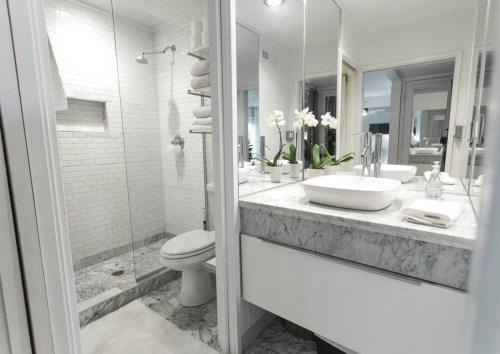 Kamar mandi portable dengan desain toilet umum