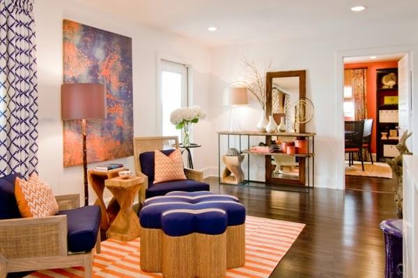 sala color violeta y naranja