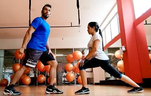 Ejercicio para estirar los músculos de la zona de las pantorrillas