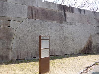 大阪城京橋口枡形の巨石
