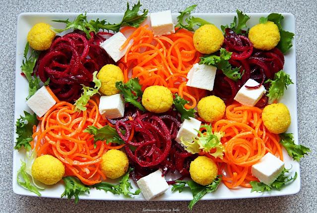 sałatka z makaronem warzywnym