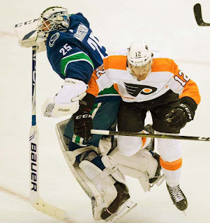 Canucks 5 Flyers 1: Not much fight from Philadelphia
