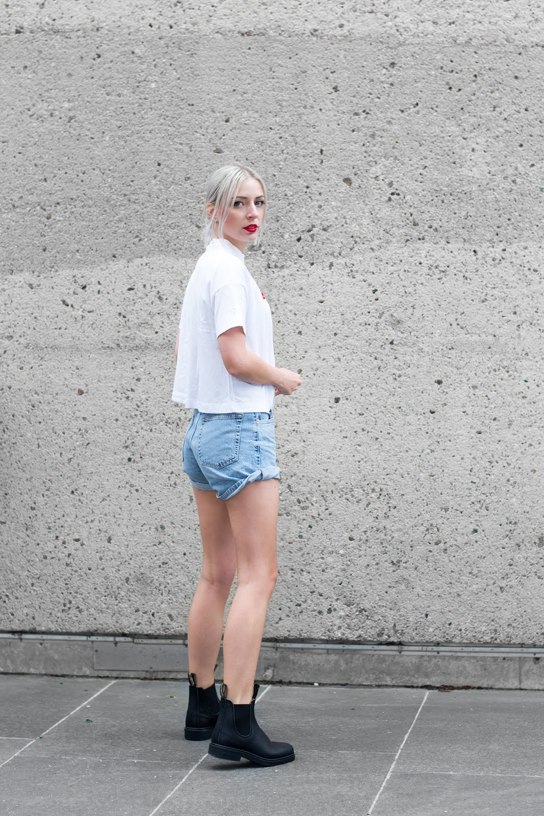 Bomber jacket, bershka, black, denim mom shorts, weekday carrie t-shirt, outfit, street style, belgium, blundstone boots, motorcycle boots, women, fashion