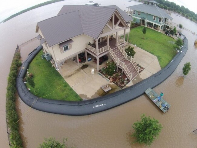 18 Pictures That Show How Nature Secretly Laughs At Us - When the insurance plan does not cover a flood.