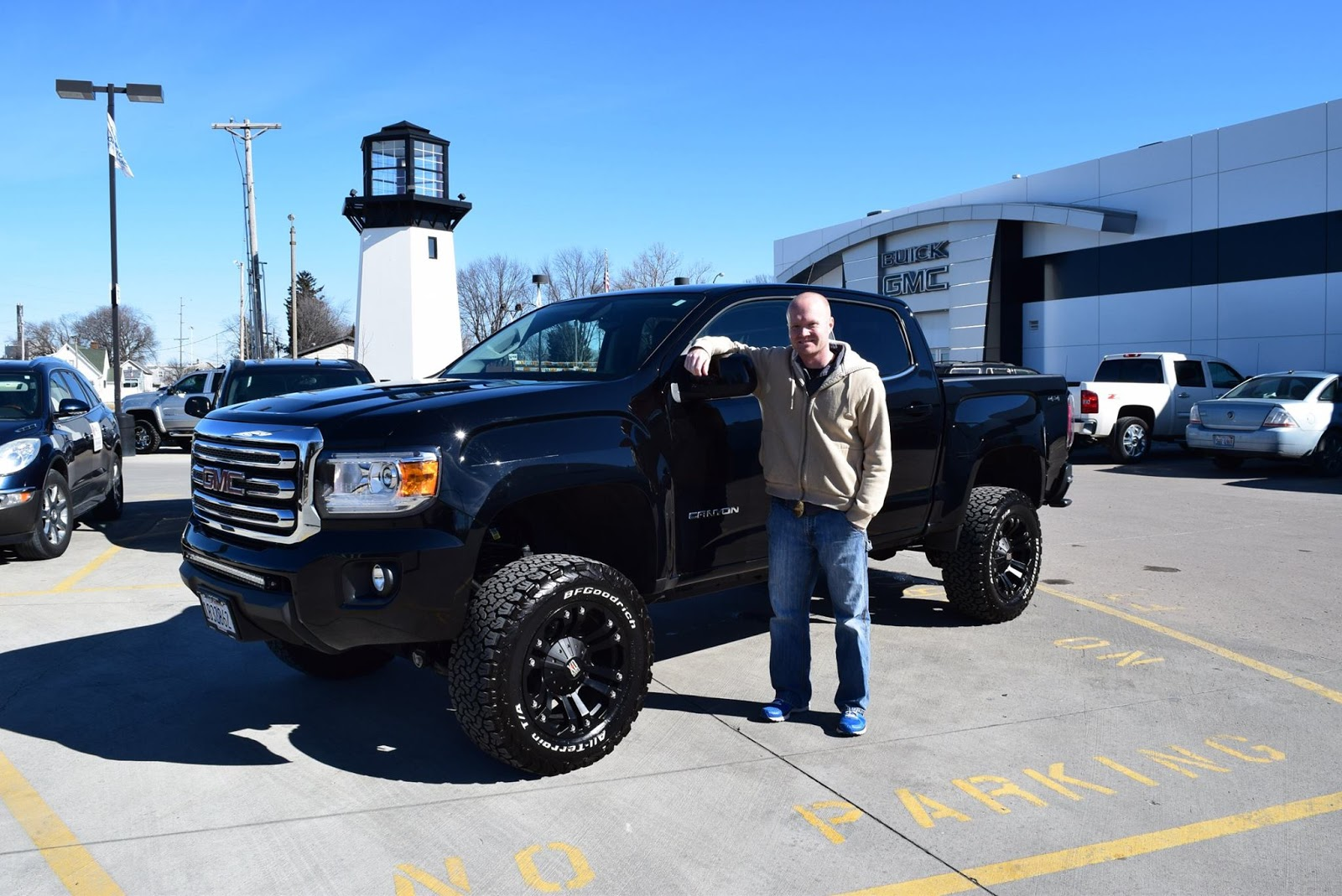 Everest Lifted Trucks Joe Walter With His New Canyon