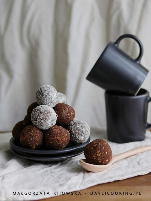 właściwości mąki kokosowej, jak powstaje mąka kokosowa, domowe praliny, domowe słodycze, daylicooking