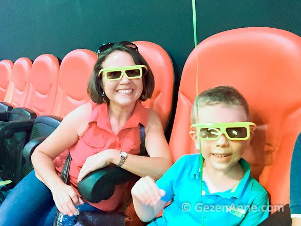 4D sineması öncesi anne oğul, Legoland İstanbul