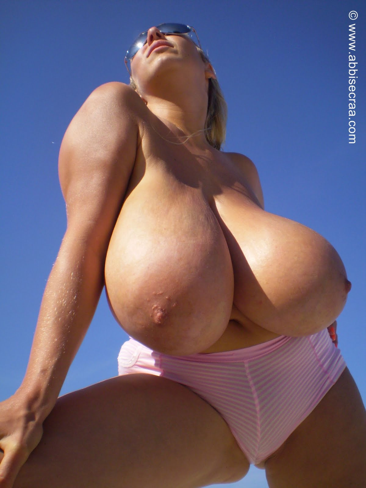 Big Busty Women Abbi Secraa - Tetas enormes en la playa-7684