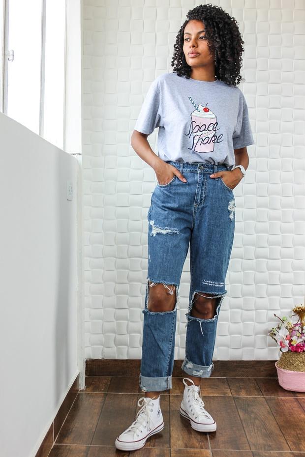 Calça mom jeans com t-shirt, Amiclubwear, how to use mom jeans, calça vintage mom jeans, look retrô, look vintage, vintage look, retro look, como usar mom jeans