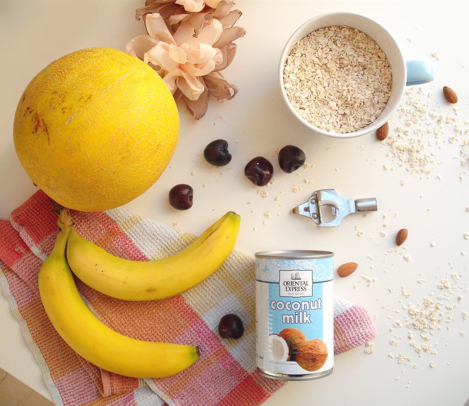 Πρωινό vegan με πεπόνι, μπανάνες βρώμη και γάλα καρύδας