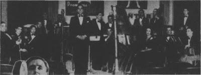 Roberto Ray de pie, entre Osvaldo Fresedo y el arpa en 1933