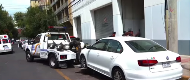 Policía es detenido por llevarse el auto mal estacionado de un funcionario