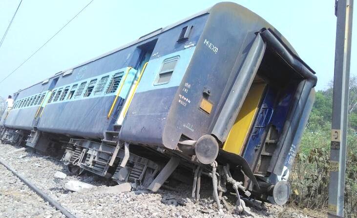 साधारण ट्रेनों को भी नहीं संभाल पा रहे