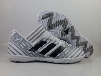 Foto Sepatu Futsal