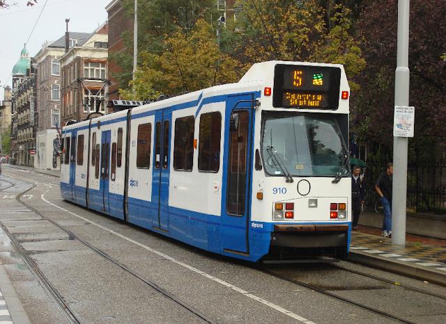 Andar de tram, o bondinho de Amsterdã