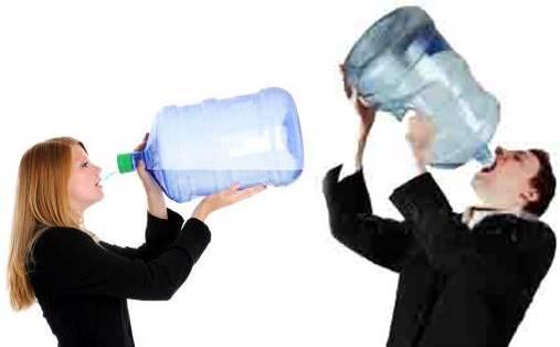 Tomando mucha agua puedo bajar de peso