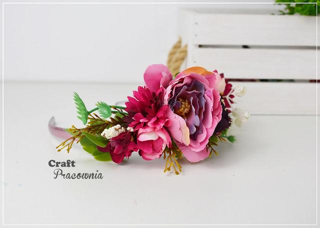 Opaska pełna kwiatów