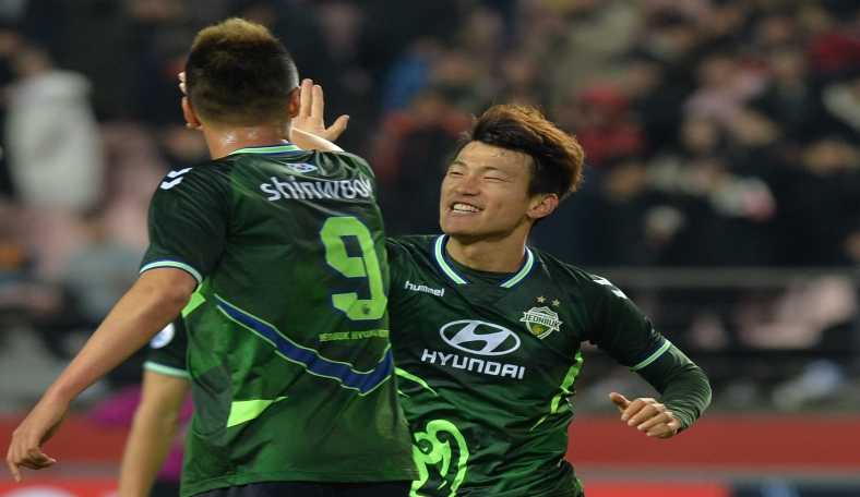 Han Kyo-won and Kim Shin-wook celebrate the Star Wars combo of Wookie and Han as Jeonbuk Hyundai Motors thrash Tianjin Quanjian in the AFC Champions League