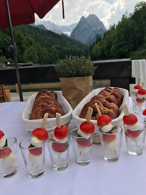 finger food buffet,  shades of raspberry and apricot, lake-side wedding in the Bavarian mountains, Garmisch-Partenkirchen, Germany, wedding venue Riessersee Hotel, wedding planner Uschi Glas, getting married abroad