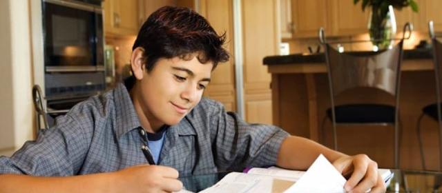 خطوات كيف نساعد أبنائنا على تخطي فترة الامتحانات - نصائح