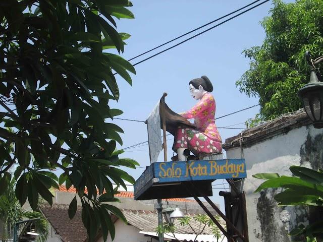 Berjalan-jalan di Desa Wisata Batik Kauman Solo