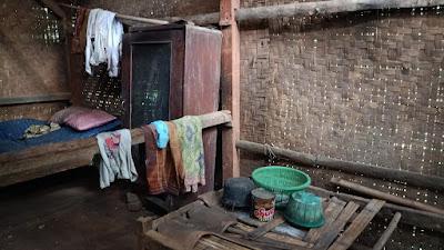 Kisah Pilu Nenek Mirah hidup sendiri Di Rumah Reyot