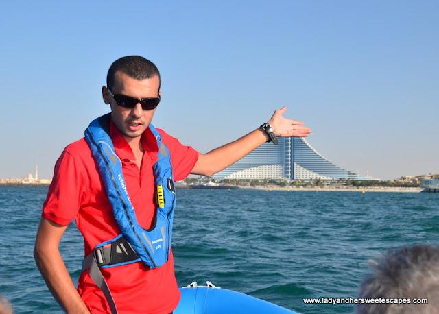 sightseeing boat tour Dubai