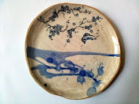 assiette en céramique faite et décorée main, service japonais Annapia Sogliani handmade contemporary  ceramic plates japanese set, made in Paris,  piatti in ceramica fatti e decorati a mano