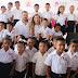 Juan Diego Guajardo y Rosalva Viera, asisten a ceremonia de graduación de los niños de los CAIC.
