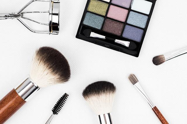 12 Cara Memakai Make Up Agar Tampak Alami