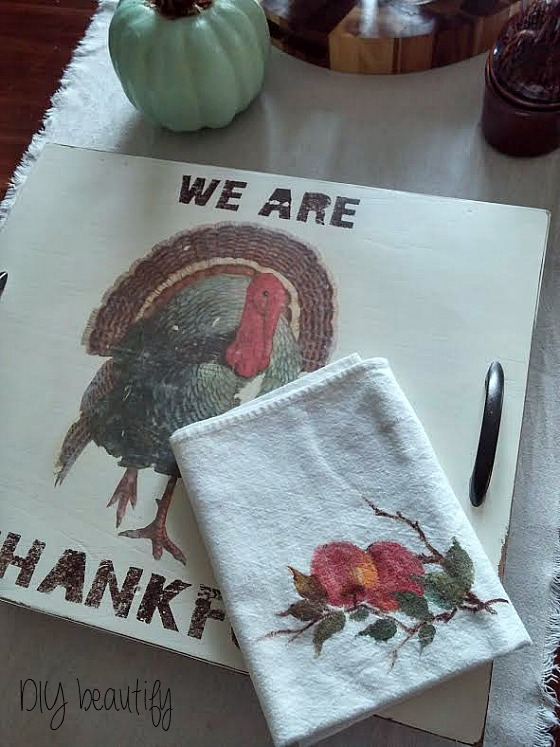 turkey-themed tray from a cupboard door at www.diybeautify.com