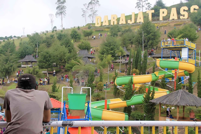 Darajat pass water park is located