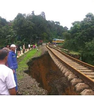 Jalur Kereta Api Bogor - Sukabumi Longsor