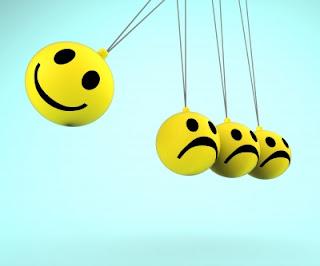 Emoticons-felicidade-e-tristeza-em-um-pendulo