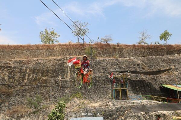 sky bike di tebing pelangi