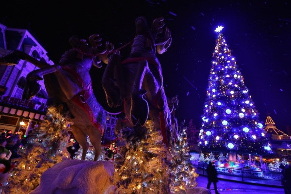 It's a Disney kind of day!: Disney's Enchanted Christmas at ...