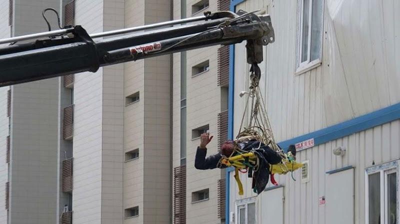 Vinç konteynırın üzerine düştü: 1 işçi yaralı