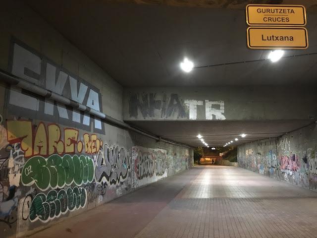 Túnel que comunica Lutxana con la zona de Ansio, bajo a la autopista