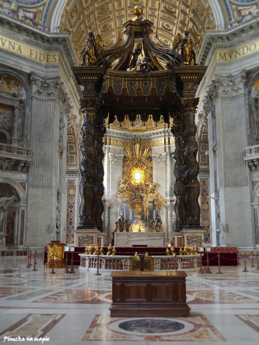 Ołtarz w Bazylice w Watykanie