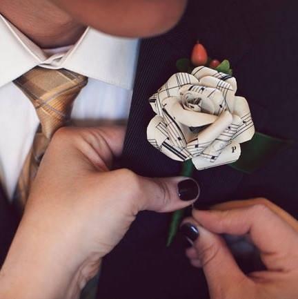 dicas-de-lapelas-diy-para-noivos-e-padrinhos-flor-de-papel