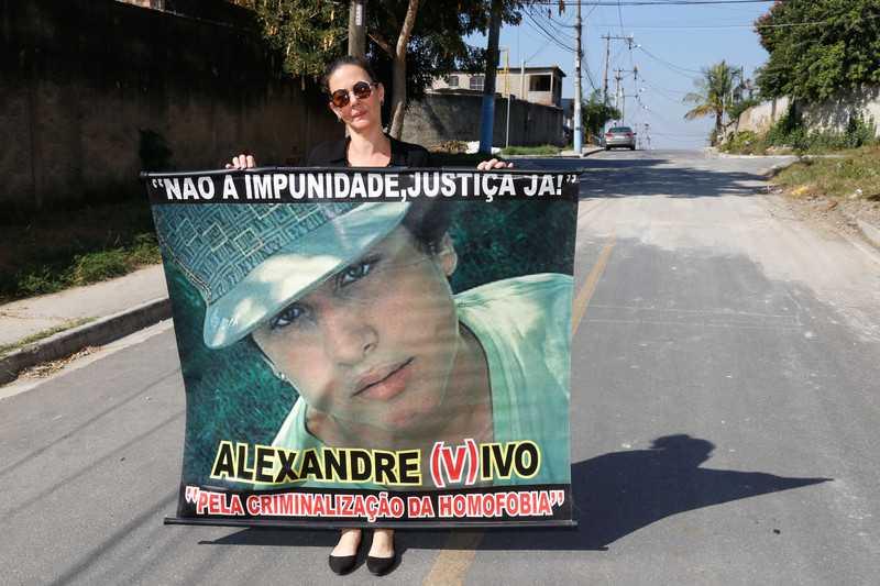 Adolescente morto por homofobia vira nome de rua em município do Rio de Janeiro