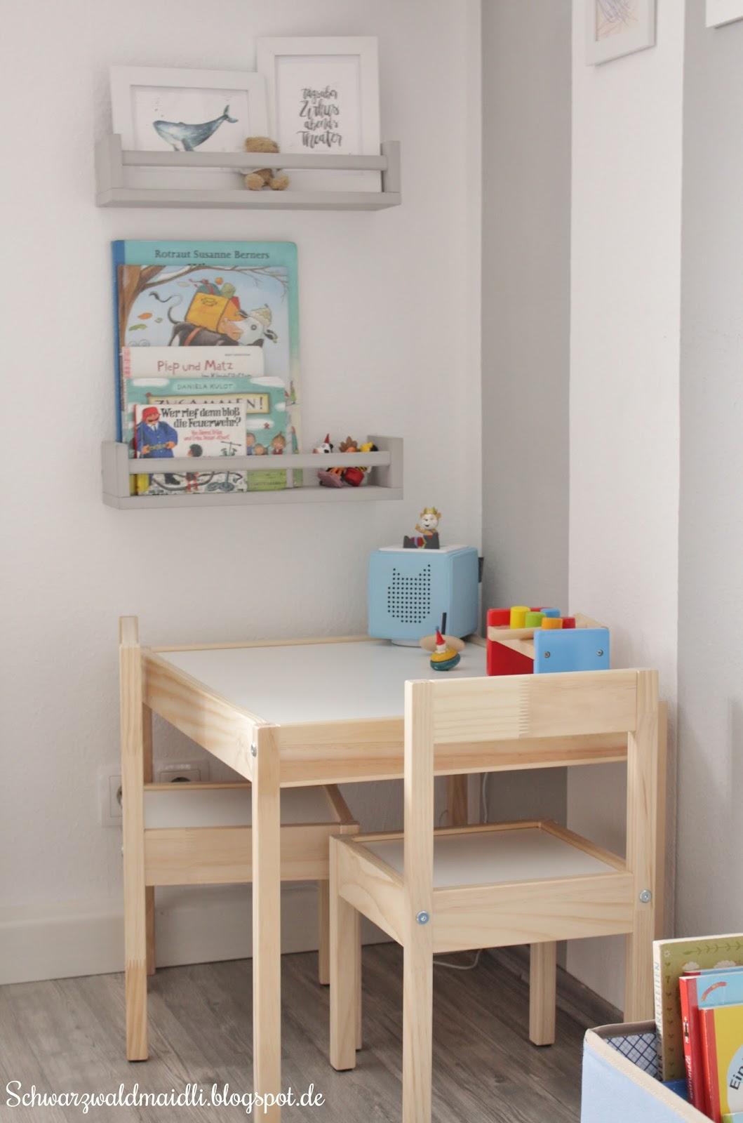 Der Große Sessel Kam Wieder Ins Wohnzimmer Und Ein Kleiner Tisch Mit  Stühlen Durfte Einziehen. Dort Sitzt Der Kleine Mann Nun Meistens Mit Einem  Buch Oder ...