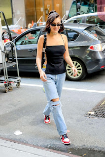 Bella-Hadid-Is-Seen-Out-in-NYC-10+%7E+SexyCelebs.in+Exclusive.jpg