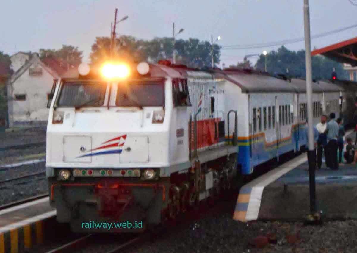 Harga Tiket KA Fajar Utama Yogyakarta November