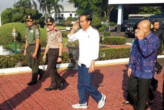 Represif! Massa HMI Dikunci di Sekretariat Saat Jokowi Melintas