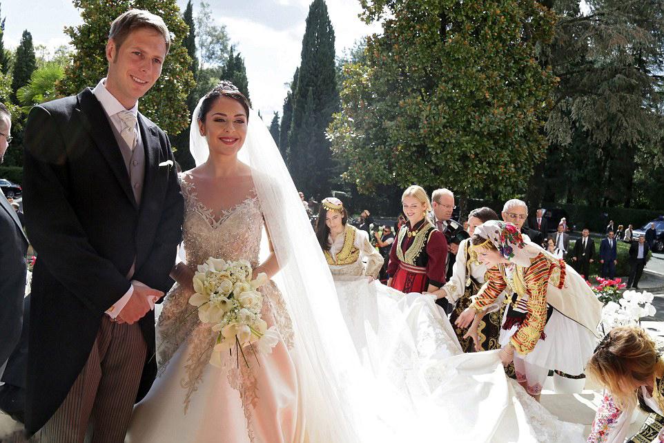 Matrimonio In Albania : Royal family around the world albanie wedding ceremony of