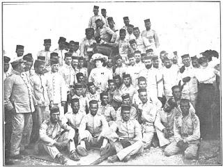 """De Francisco Goñi - (1909-09-1). """"Aristócratas y escritores en Melilla"""". Actualidades II (81). ISSN 1889-8556., Dominio público, https://commons.wikimedia.org/w/index.php?curid=59588047"""