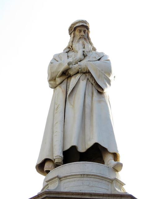 Monument to Leonardo da Vinci by Pietro Magni, Piazza della Scala, Milan