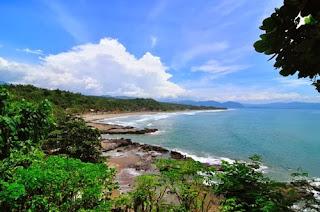 Keindahan Pantai Karang Hawu